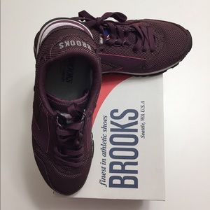 3aae8bf2f55 Brooks Shoes - Brooks Chariot Eggplant Women s sneaker size 7.5
